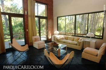 Casa en Alquiler en Caril�: Laurel entre Avestruz y Divisadero