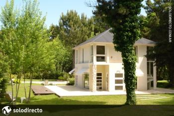 Casa en Alquiler en Caril�: Divisadero entre Quebracho y Sequoia