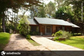 Casa en Alquiler en Caril�: Rey del Bosque entre Cedro y Ceibo