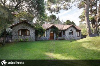 Casa en Alquiler en Caril�: Avestruz entre Nogal y Ñandubay